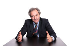 Hombre de negocios en un vector que explica una estrategia Fotografía de archivo
