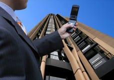 Hombre de negocios en una llamada Imagen de archivo libre de regalías