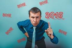 hombre de negocios enojado del hombre 2016 que muestra el retrato del pulgar imagen de archivo libre de regalías