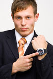 Hombre de negocios enojado que muestra tiempo Imagen de archivo