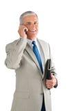 Hombre de negocios envejecido medio con el teléfono celular foto de archivo libre de regalías