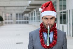 Hombre de negocios excéntrico vestido para arriba para ir de fiesta difícilmente Imagen de archivo