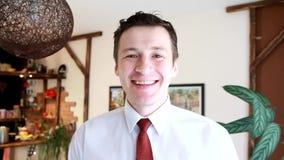 Hombre de negocios feliz almacen de metraje de vídeo
