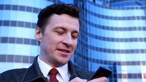 Hombre de negocios feliz almacen de video