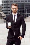 Hombre de negocios feliz con el premio imágenes de archivo libres de regalías