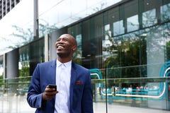 Hombre de negocios feliz en la ciudad fotos de archivo libres de regalías