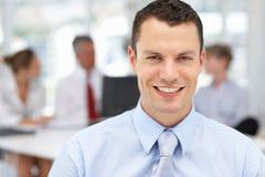 Hombre de negocios feliz en oficina Imágenes de archivo libres de regalías