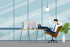 Hombre de negocios feliz que trabaja en la oficina con su smartphone, teléfono celular para hacer su negocio acertado y para cons Fotografía de archivo