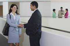 Hombre de negocios Greeting Female Executive Fotos de archivo