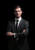 Hombre de negocios hermoso aislado en negro con los brazos cruzados Fotos de archivo
