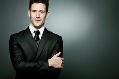 Hombre de negocios hermoso en juego negro. Fotos de archivo libres de regalías