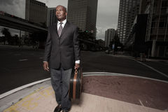 Hombre de negocios hermoso en la ciudad Foto de archivo libre de regalías