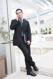 Hombre de negocios hermoso en la oficina Imagen de archivo