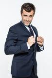 Hombre de negocios hermoso feliz que expresa el éxito de la diversión, satisfacción, poder corporativo Imagen de archivo