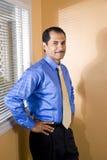Hombre de negocios hispánico de mediana edad confidente Imágenes de archivo libres de regalías