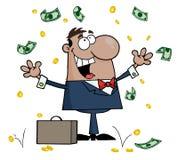 Hombre de negocios hispánico que se coloca bajo el dinero que cae Imágenes de archivo libres de regalías