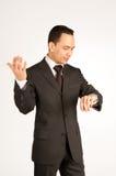 Hombre de negocios impaciente con el reloj Imagen de archivo libre de regalías