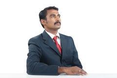 Hombre de negocios indio Looking para arriba Fotografía de archivo