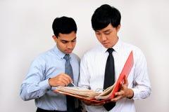Hombre de negocios indio y chino. Foto de archivo libre de regalías