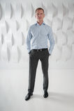 Hombre de negocios integral en oficina urbana moderna Foto de archivo