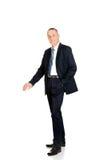 Hombre de negocios integral que se inclina en espacio en blanco vacío Imagen de archivo libre de regalías