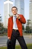 Hombre de negocios joven, acertado Imagenes de archivo