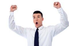 Hombre de negocios joven acertado imagen de archivo libre de regalías