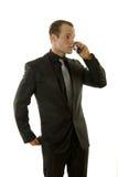 Hombre de negocios joven acertado que habla en el teléfono Fotografía de archivo