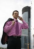 Hombre de negocios joven atractivo imagen de archivo