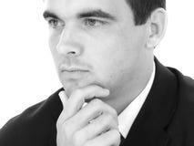 Hombre de negocios joven atractivo en el pensamiento del juego imágenes de archivo libres de regalías