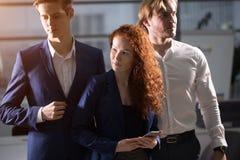 Hombre de negocios joven With Business Team imagen de archivo libre de regalías