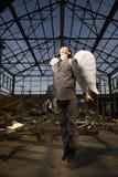 Hombre de negocios joven con las alas del ángel Fotos de archivo libres de regalías