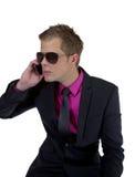 Hombre de negocios joven con un móvil Imagen de archivo