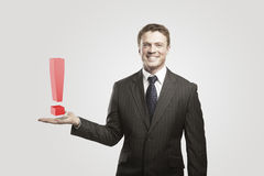 Hombre de negocios joven con una marca de exclamación foto de archivo libre de regalías