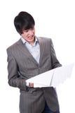 Hombre de negocios joven dado una sacudida eléctrica con cuentas financieras Imágenes de archivo libres de regalías