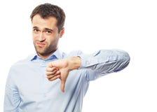 Hombre de negocios joven decepcionado con el pulgar abajo fotos de archivo