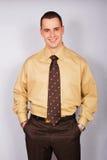 Hombre de negocios joven en camisa Imagen de archivo libre de regalías