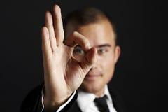 Hombre de negocios joven en negro imágenes de archivo libres de regalías