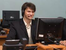 Hombre de negocios joven en su oficina Imagen de archivo