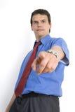 Hombre de negocios joven enojado que señala abajo. Imagen de archivo