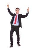 Hombre de negocios joven enérgio que disfruta de éxito Imagen de archivo libre de regalías