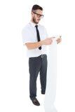 Hombre de negocios joven Geeky que lee el recibo largo Foto de archivo libre de regalías