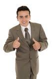 Hombre de negocios joven hispánico feliz con los pulgares para arriba Imágenes de archivo libres de regalías