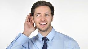 Hombre de negocios joven Listening Secret, fondo blanco metrajes