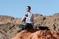 Hombre de negocios joven meditating Imagen de archivo libre de regalías