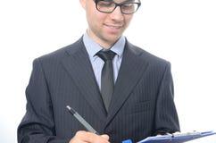 Hombre de negocios joven que firma un contrato Imagen de archivo
