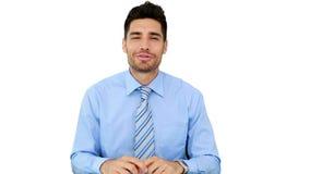 Hombre de negocios joven que habla con la cámara almacen de metraje de vídeo