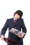 Hombre de negocios joven que habla en el teléfono celular Imagenes de archivo