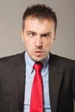 Hombre de negocios joven que hace una cara enojada Fotografía de archivo
