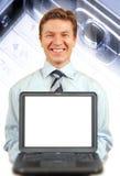 Hombre de negocios joven que presenta una computadora portátil Fotos de archivo